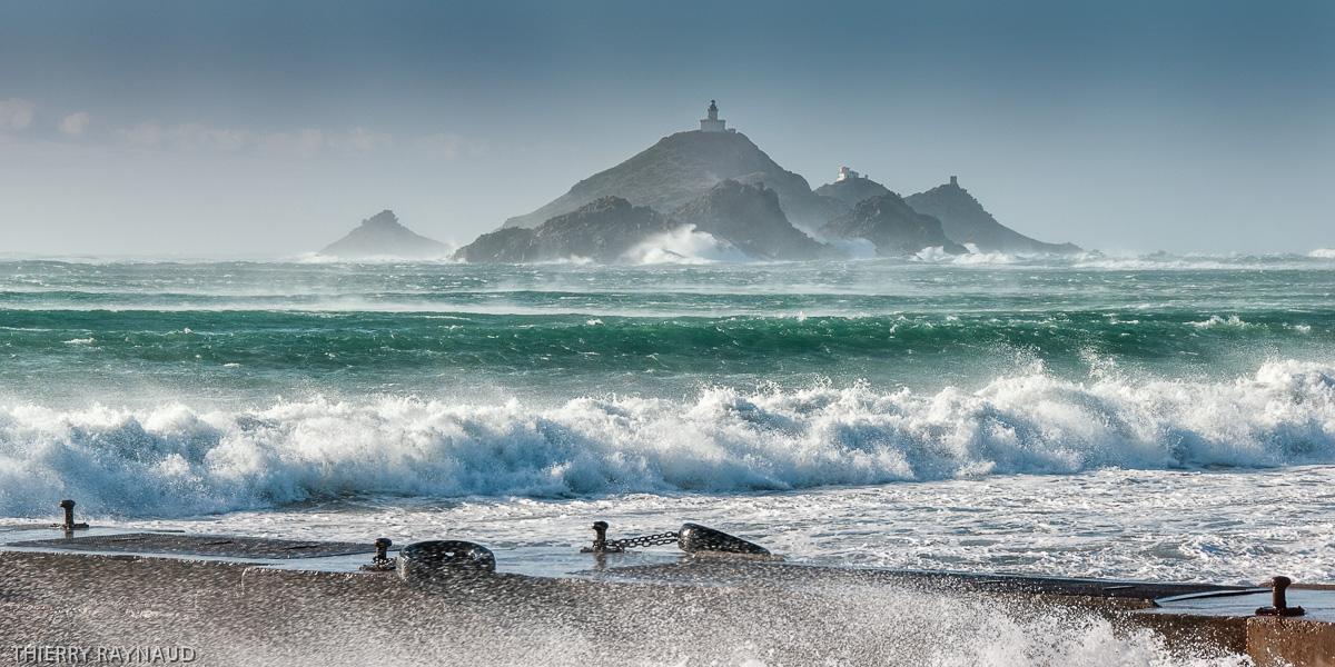 Les Îles Sanguinaires dominées par les phare des Sanguinaires à l'entrée du golfe d'Ajaccio
